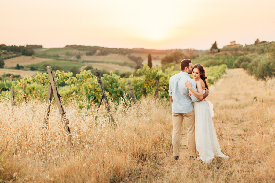 Lifestyle love shoot in Tuscany