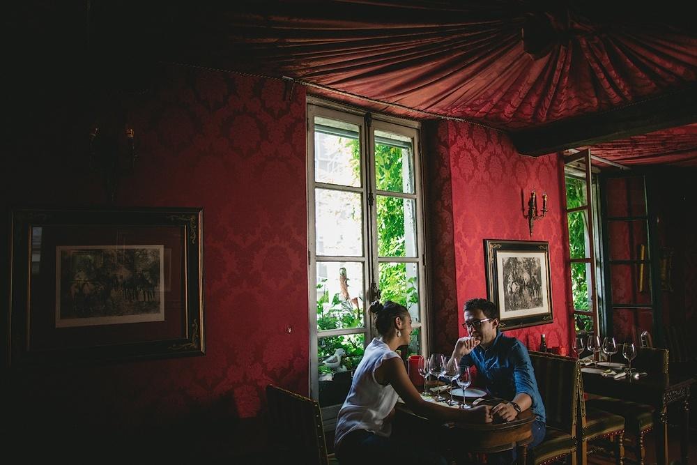 Интерьер французского ресторана в Париже
