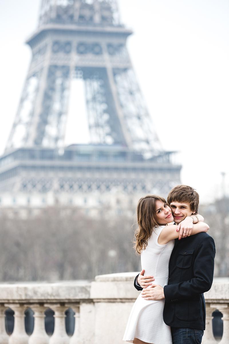 Девушка разделась на фотосессии в Париже