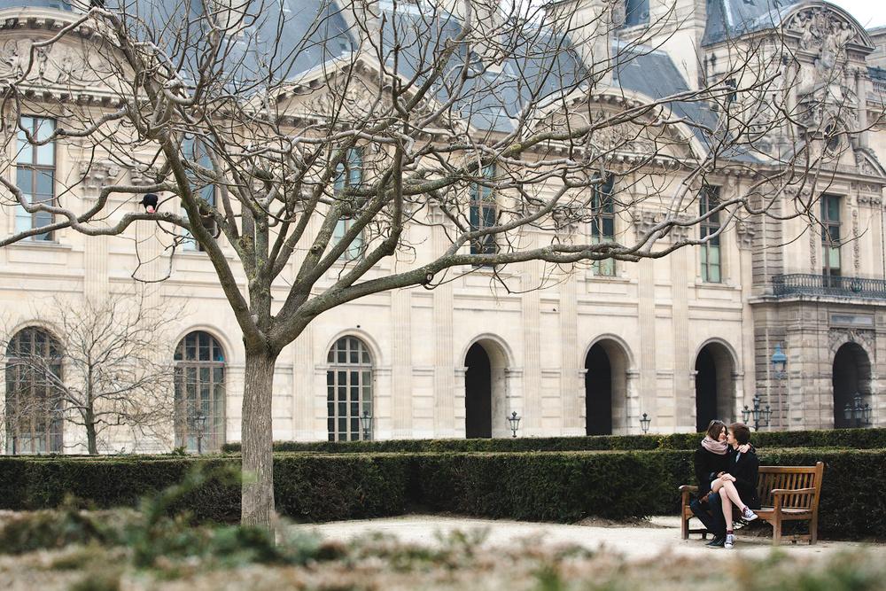 Красивая пара в саду Тюильри, Париж
