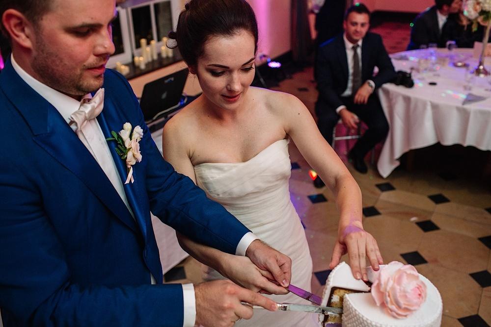 По кусочку свадебного торта достанется всем гостям