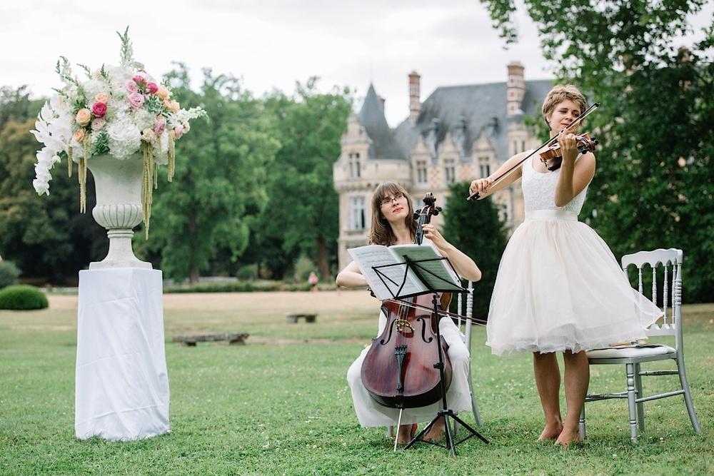 Живая музыка на церемонии перед замком