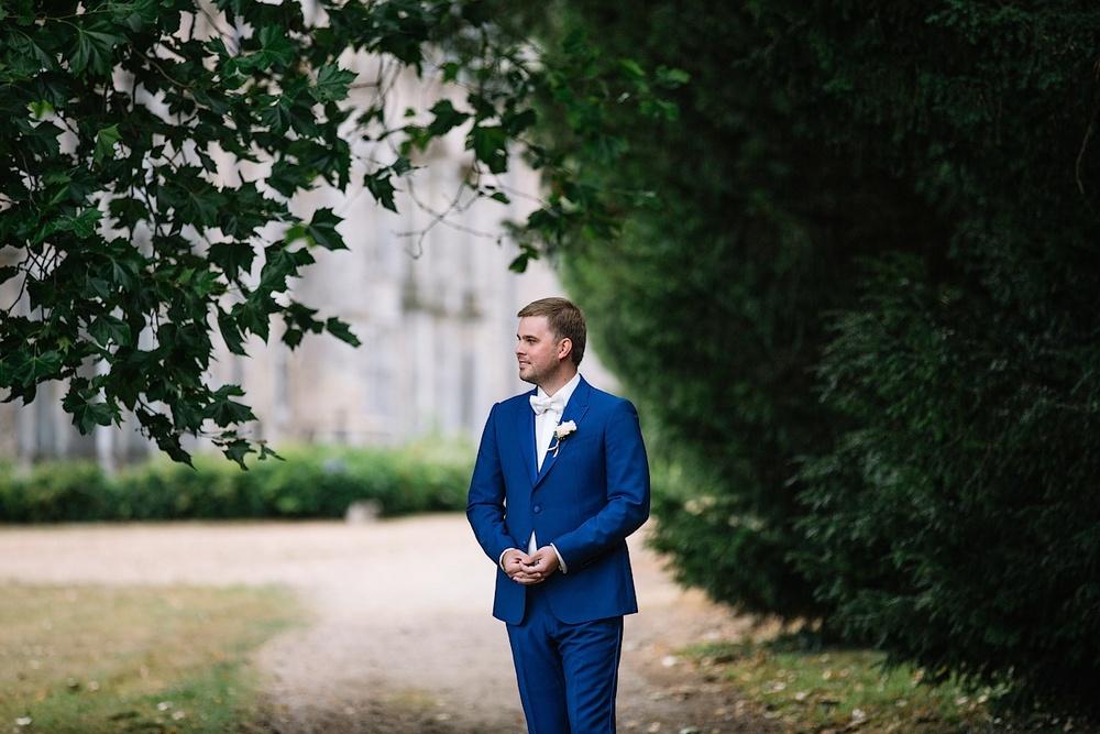 Томительное ожидание жениха перед замком