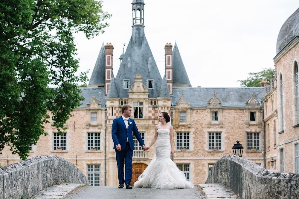 Платье невесты во Франции поражает окружающих