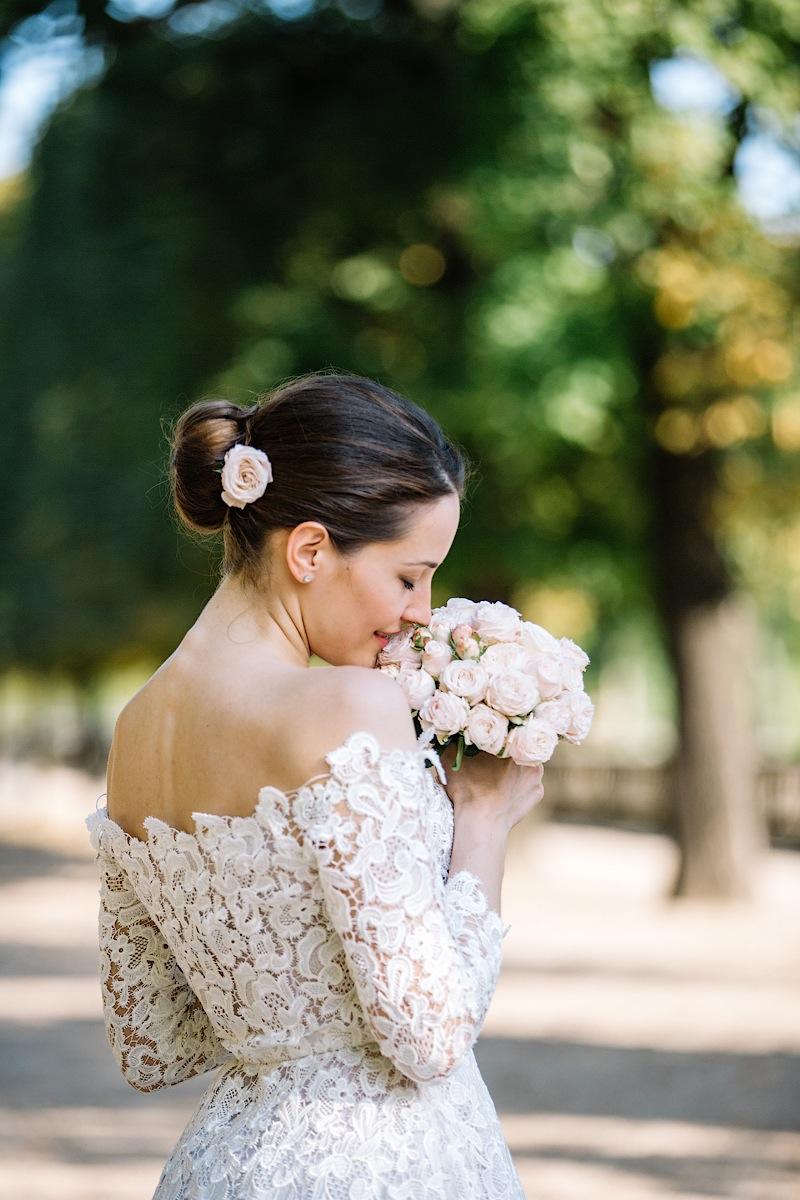 От этой невесты в Париже невозможно оторвать глаз