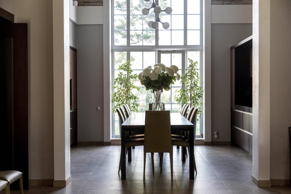 Мария Шубина, стол, стулья, столовая, обеденная зона, дом, большое окно, коттедж, дизайн интерьера