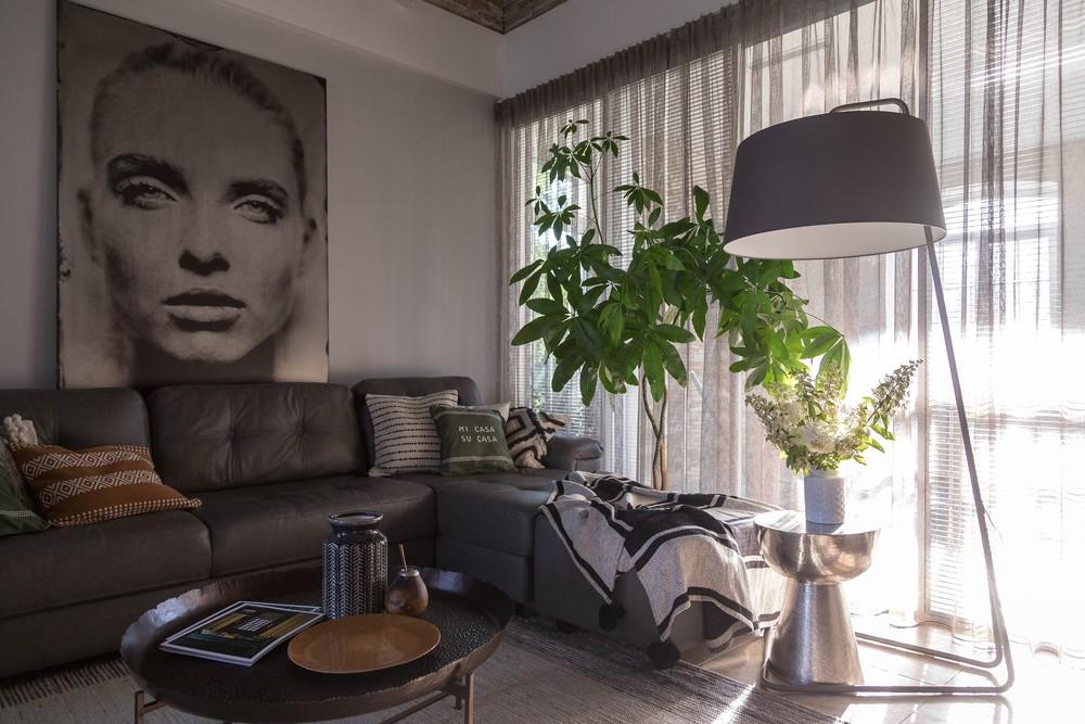 Мария Шубина дизайн гостиной, диван, декоративные подушки, фотопанно, фотопанно на металле