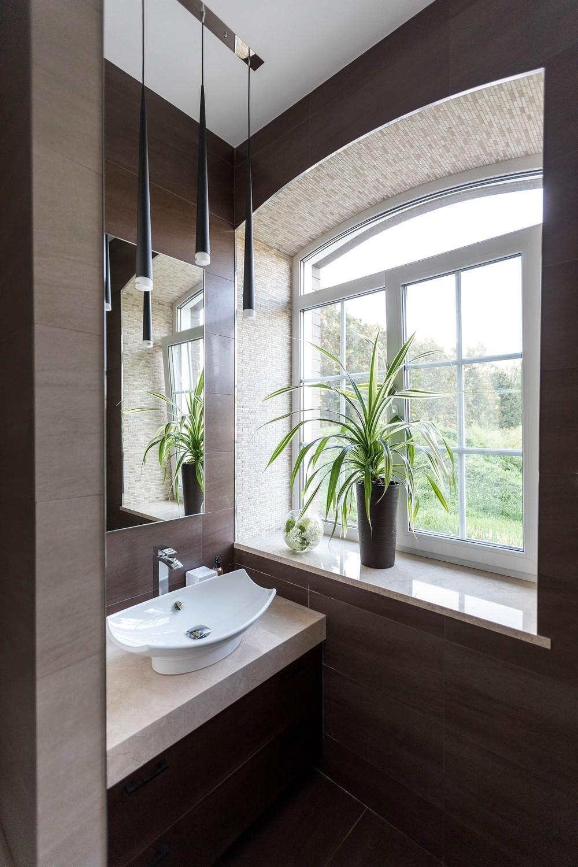 Мария Шубина, ванная с окном, дизайн ванной, раковина, санузел, плитка, дизайн интерьера