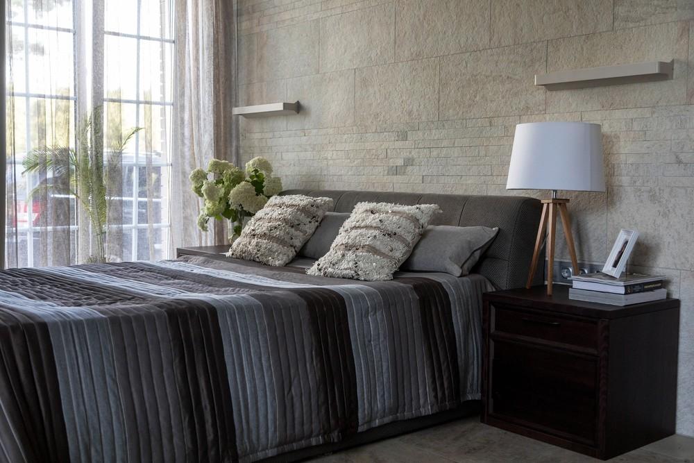 Мария Шубина, дизайн спальни, мужская спальня, кровать, окно, декор, текстильный дизайн спальни