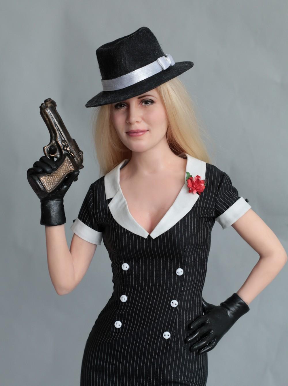 Портретная кукла в образе леди-мафия