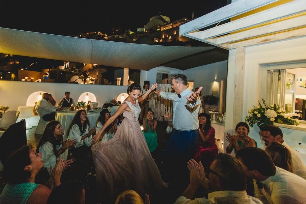 греческие танцоры санторини