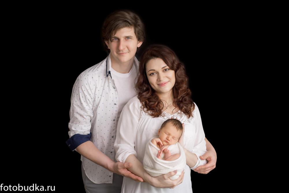 Семья, тёмный фон