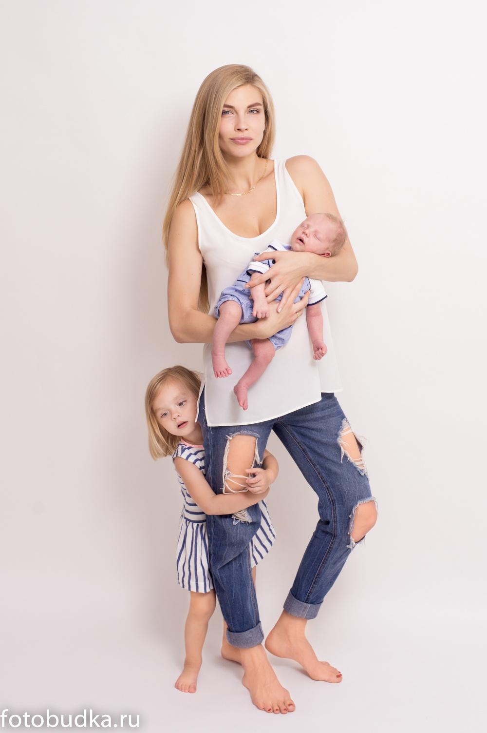 Семья, светлый фон
