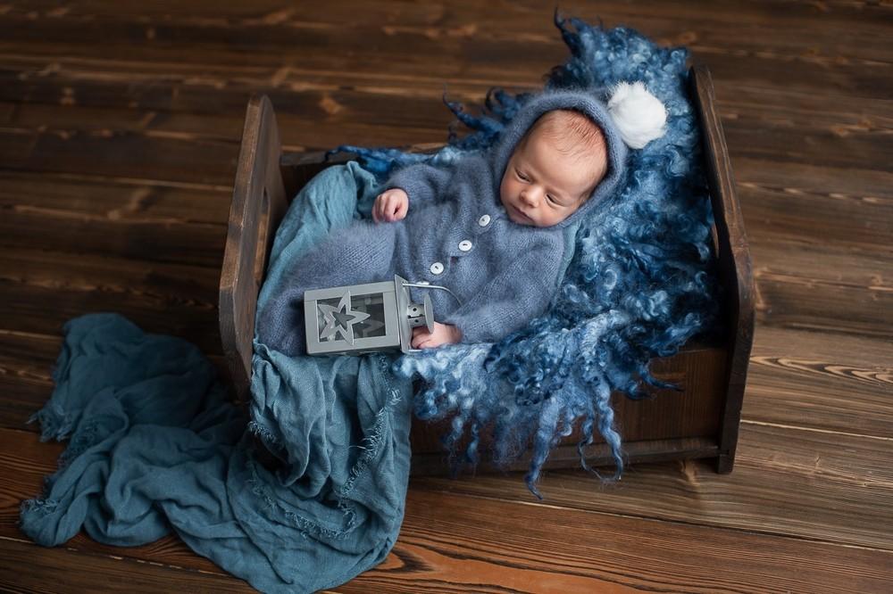 фотосъемка новорожденных в красивом реквизите