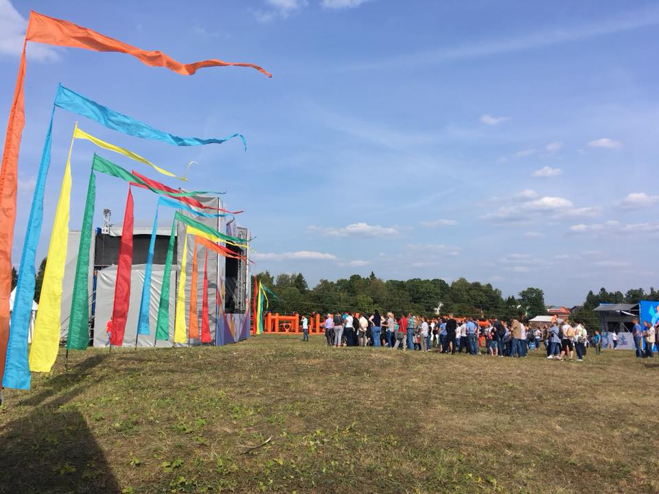 цветные флаги вертикальные флаги прокат флагов аренда флагов