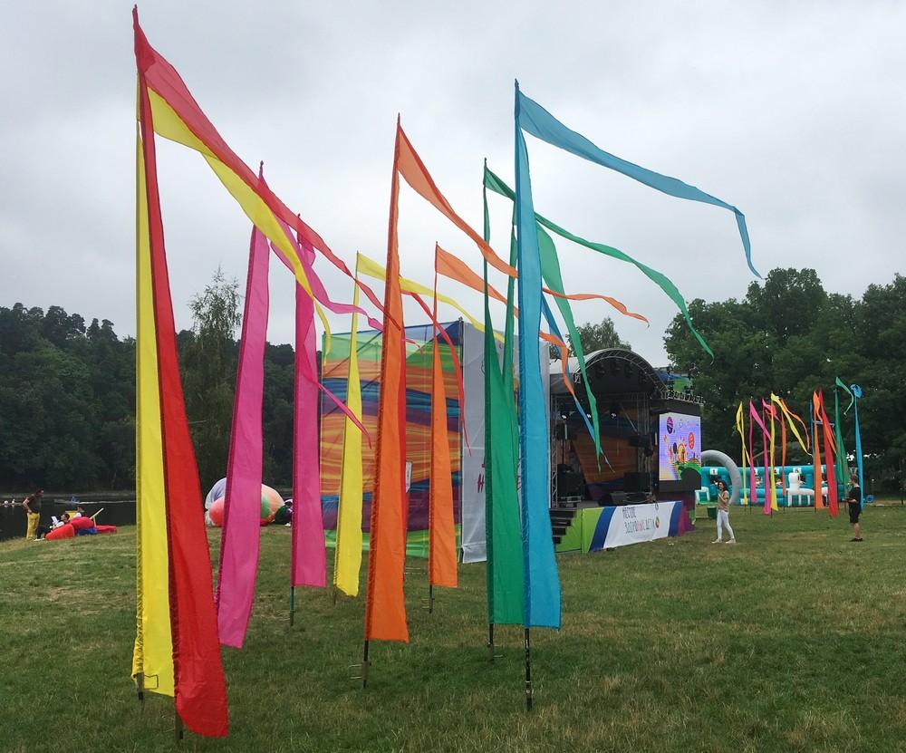 флаги на детский праздник яркие флаги аренда флагов