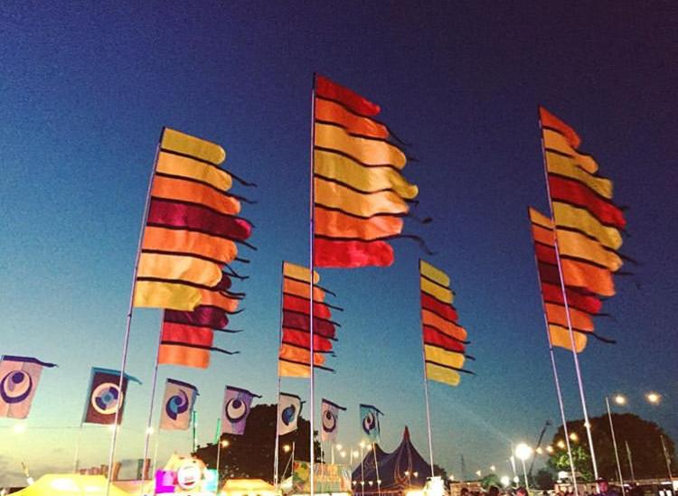фестивальные флаги высокие флаги для фестиваля