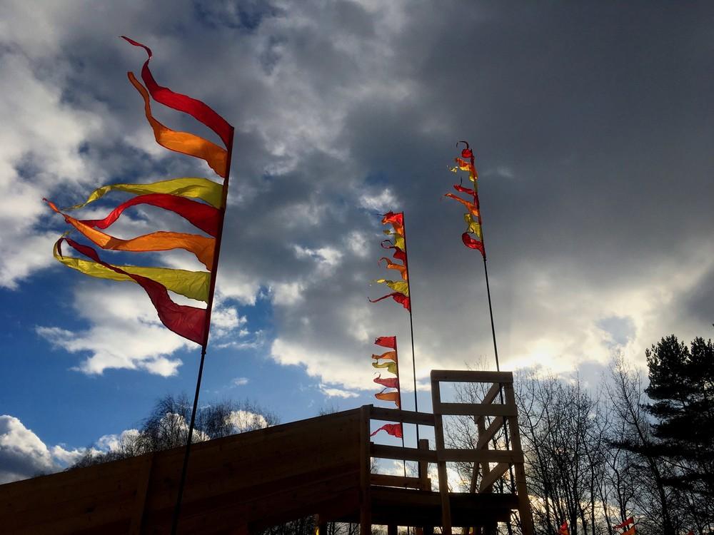 аренда флагов, прокат флагштоков, флаги огненные