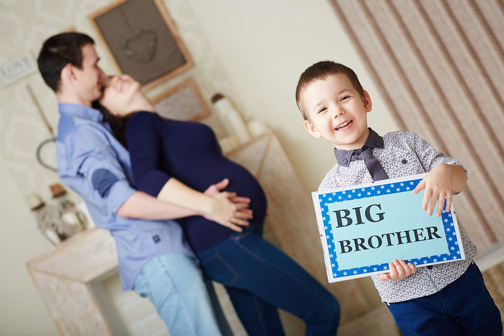 Дети на фотосессии беременной