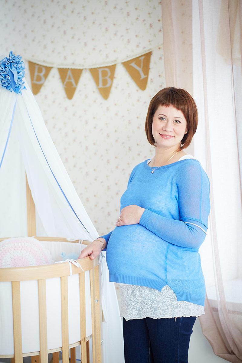 Беременная с колыбелью
