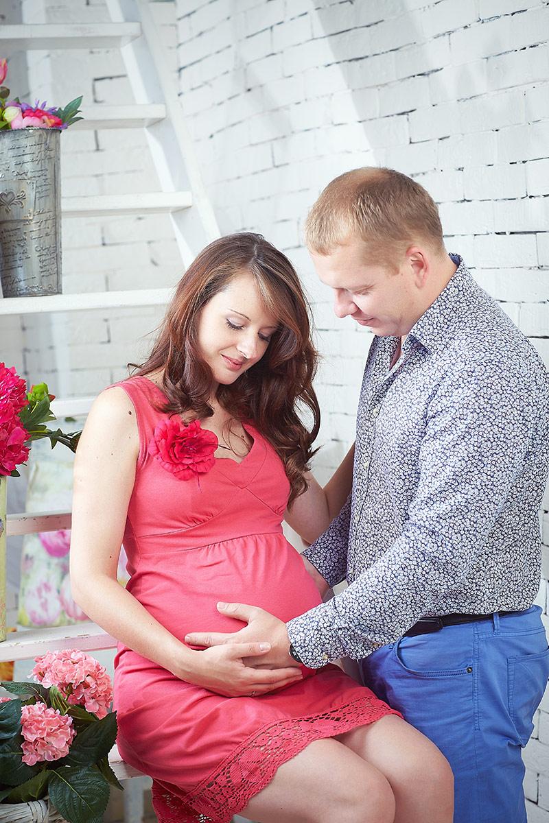 Нежный муж с беременной