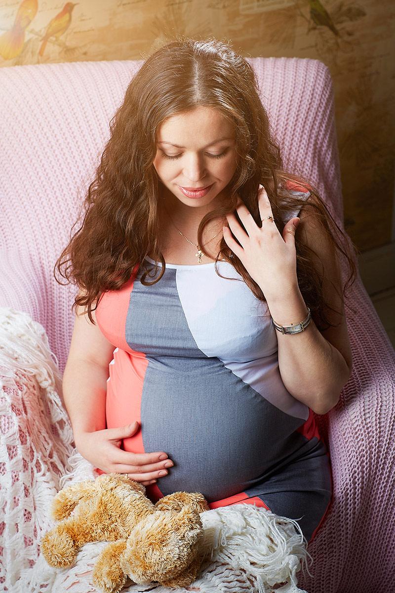 Беременная с красивым светом