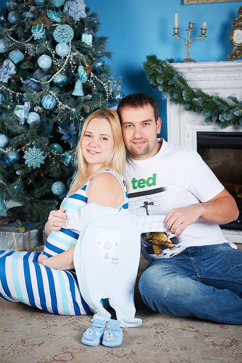 Беременная с боди и мужем