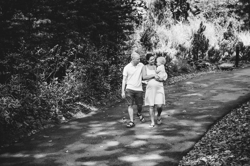 Семья. Прогулка одним жарким летним днем. Катя.
