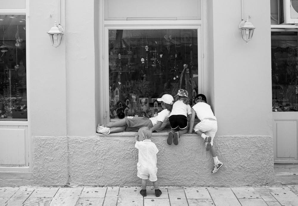 Дети. Черно-белое.