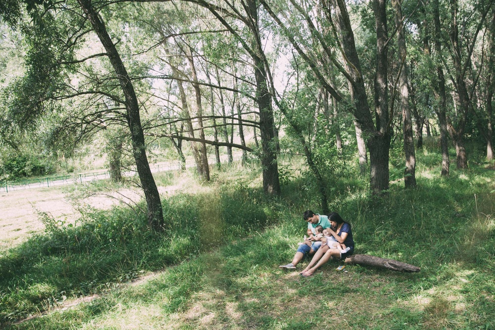Семья: пама, мама и 2 сына. Анаит. Прогулка, август.