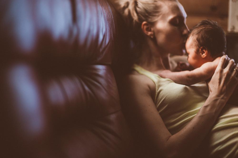 Семья: мама Надя и дочь Варя. На даче, август.