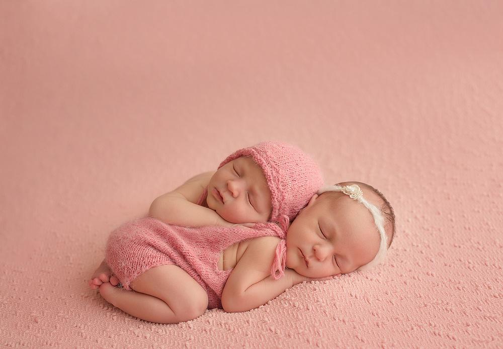 Новорожденные двойни