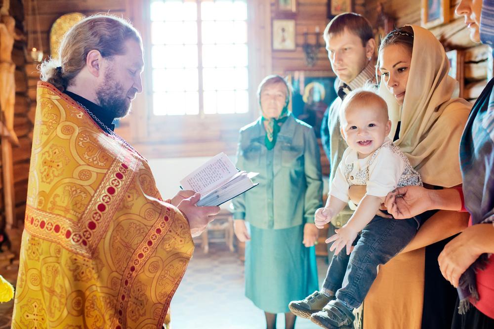 крещение в Храме иконы Божией Матери Троеручица в Орехово-Борисово. Фотограф на крестины