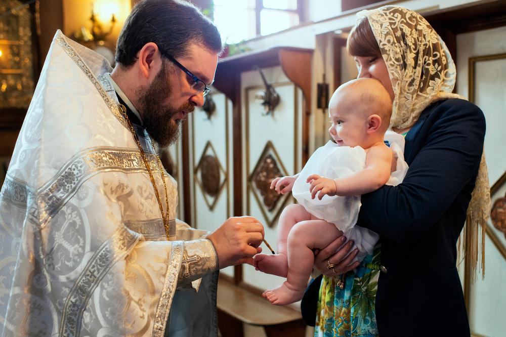 помазание елеем во время крещения
