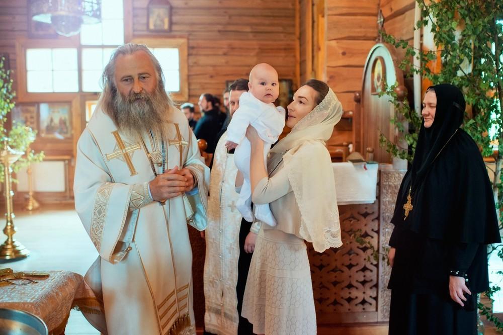 крещение в Храме Покрова Пресвятой Богородицы в Барвихе
