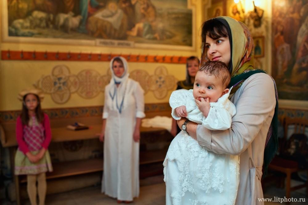 фотограф на крестины в церкви архангела михаила в тропарево