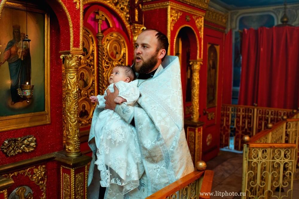 фотосессия крестин в храме архангела михаила