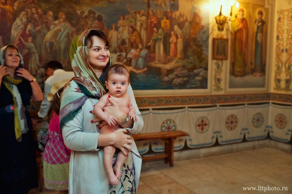 фотограф на крестины в церкви архангела михаила в тропаре