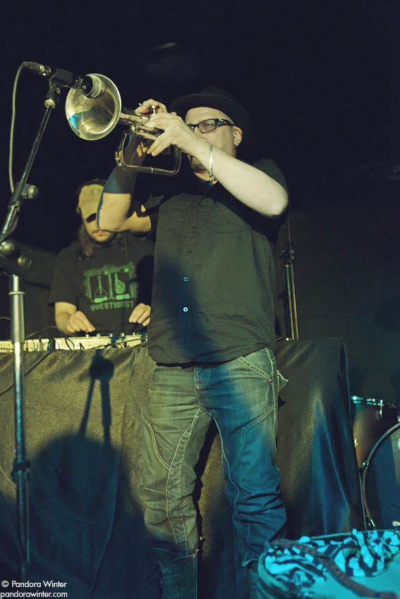 EUGENE HUTZ (GOGOL BORDELLO) @ XLIБ club, Kiev, 2010-12-18