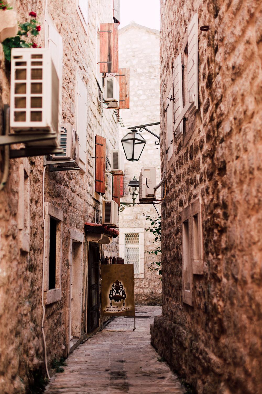Милыми улочками Будвы (Черногория)