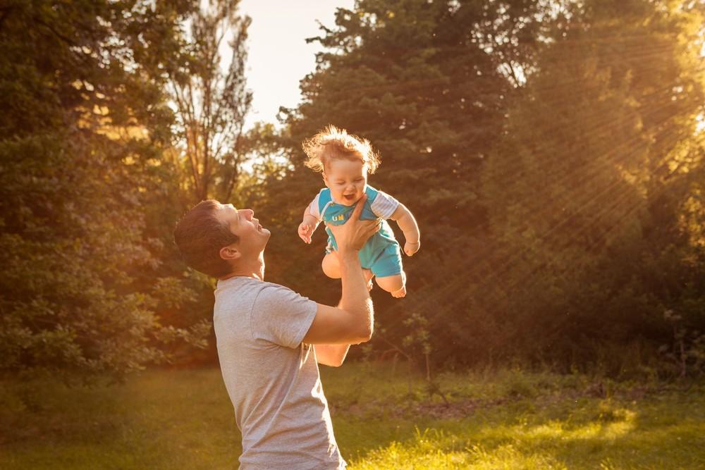 Теплая летняя семейная съемка с малышом