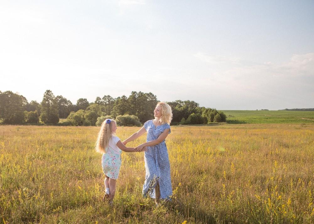 Летний голубой семейный альбом с белорусским колоритом