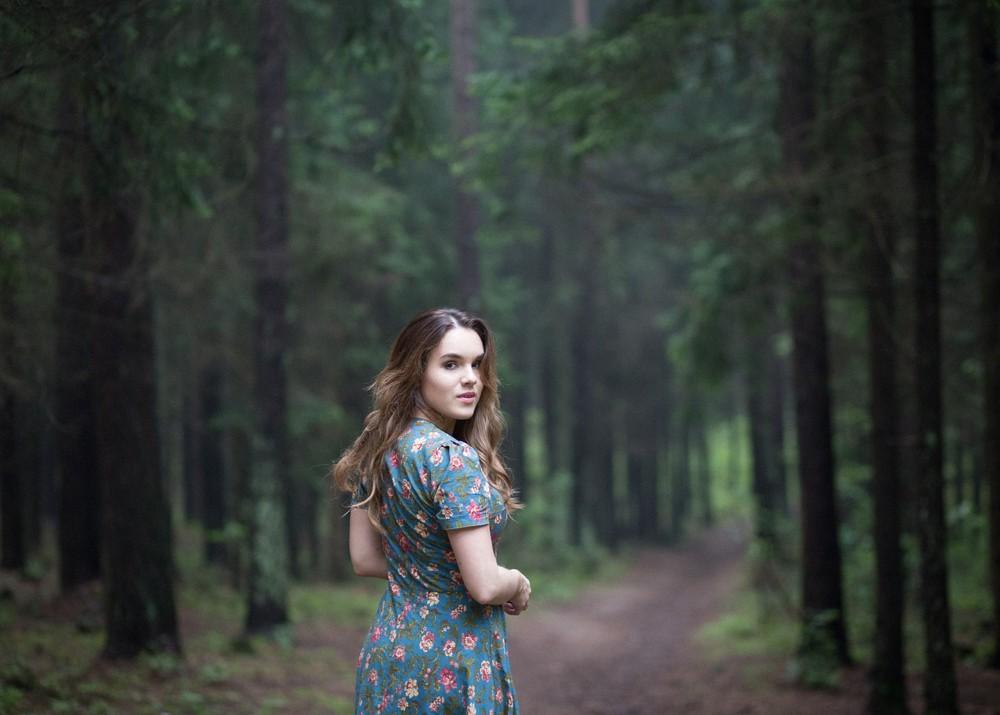 Полина и летний лес