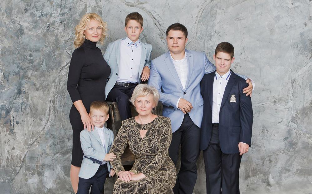 Семейный портрет. Фотосессия в студии.