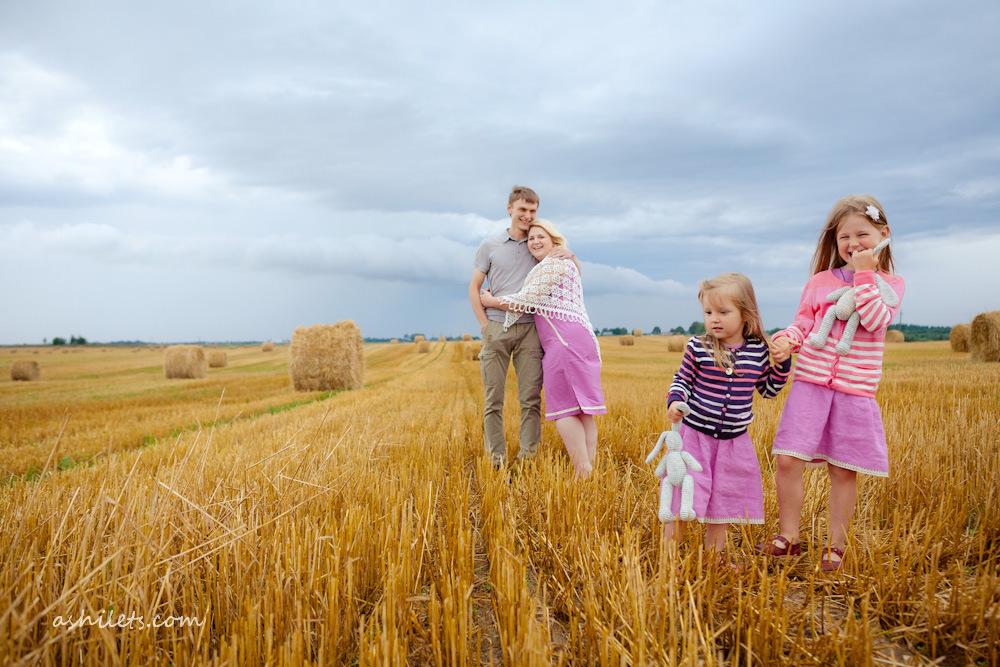 Саша, Зоя и девочки