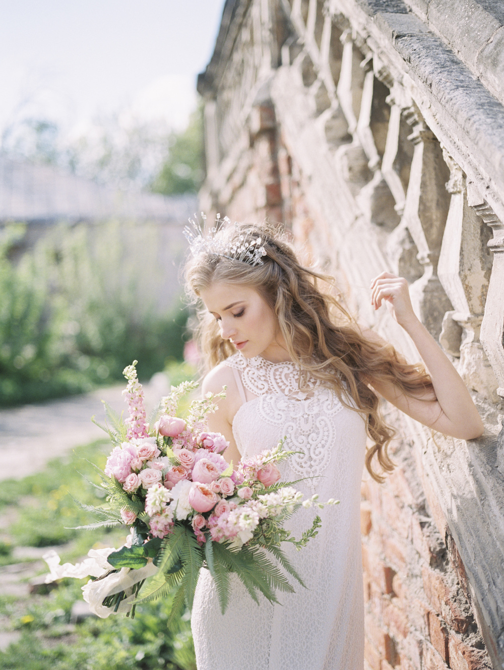 Принцесса в цветущем саду