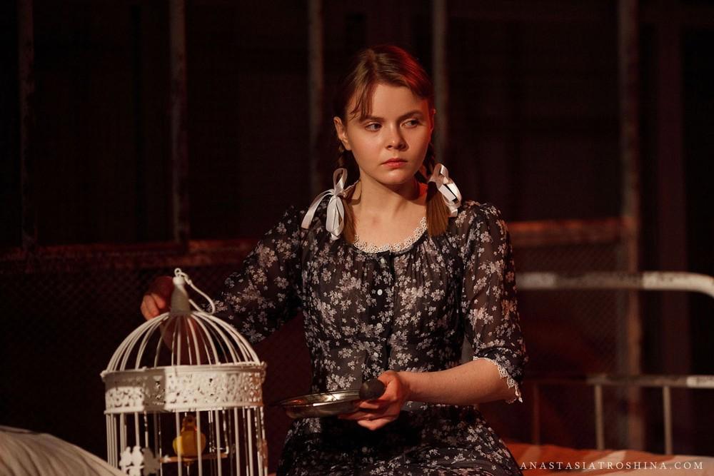 Актриса Анастасия Савостьянова, премьера спектакля Что с тобой теперь?