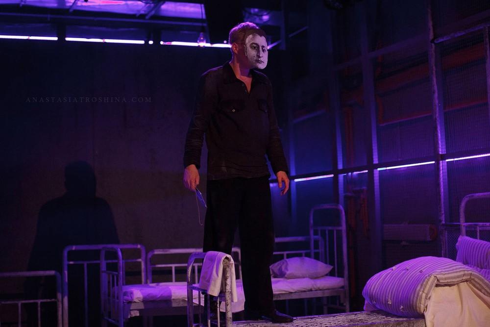 Актер Иван Гришенков, премьера спектакля Что с тобой теперь?