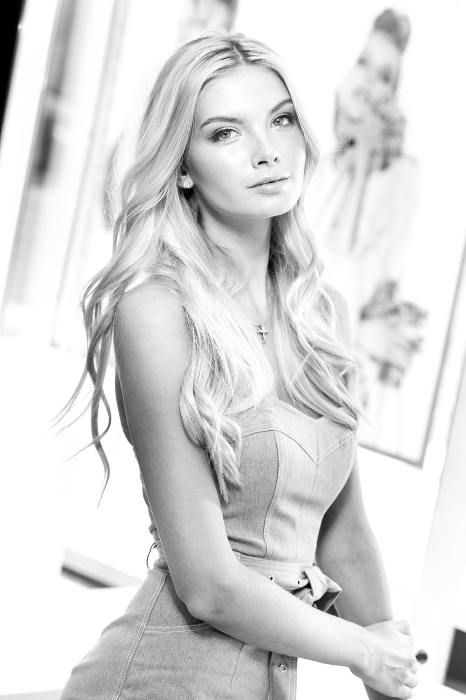 Полина Попова
