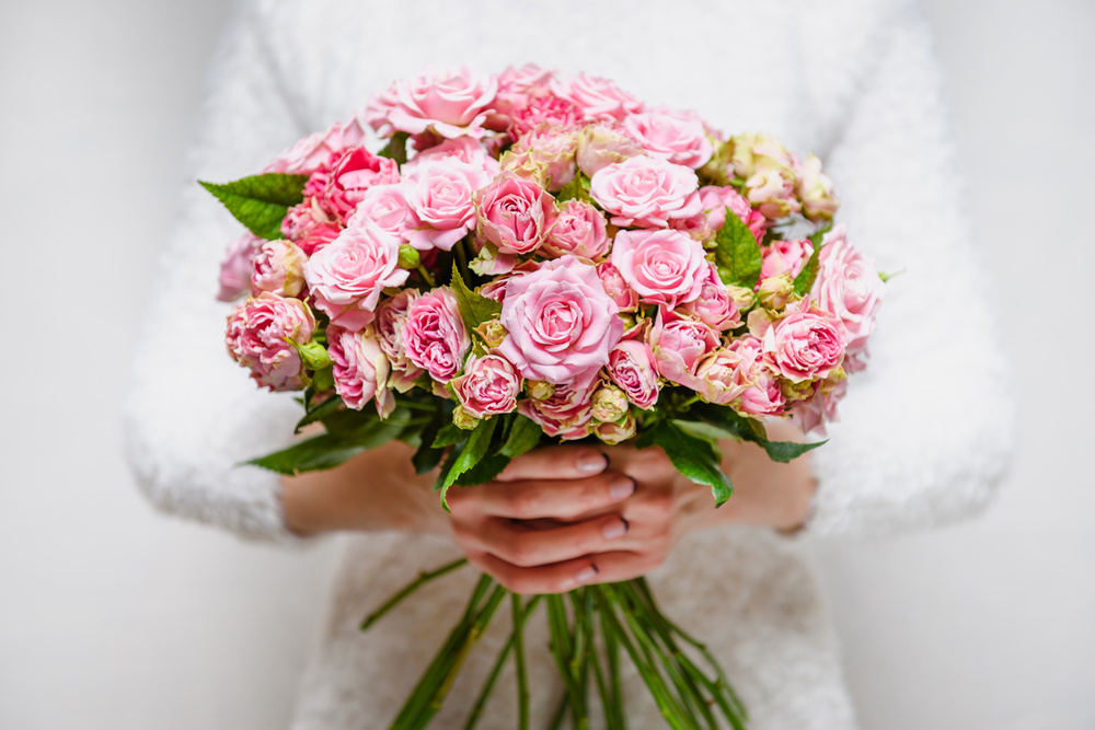 ИНТЕРЬЕРНАЯ СЪЕМКА + ПРЕДМЕТКА - Цветы - Фотографии цветов в руках